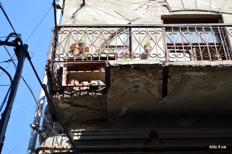 В Ивано-Франковске обрушился балкон с пожилой женщиной