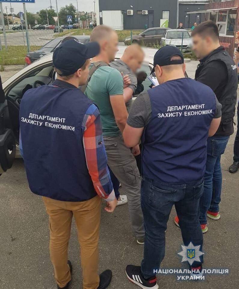 На Киевщене за вымогательство взятки в 1 млн. гривен задержали депутата (фото)