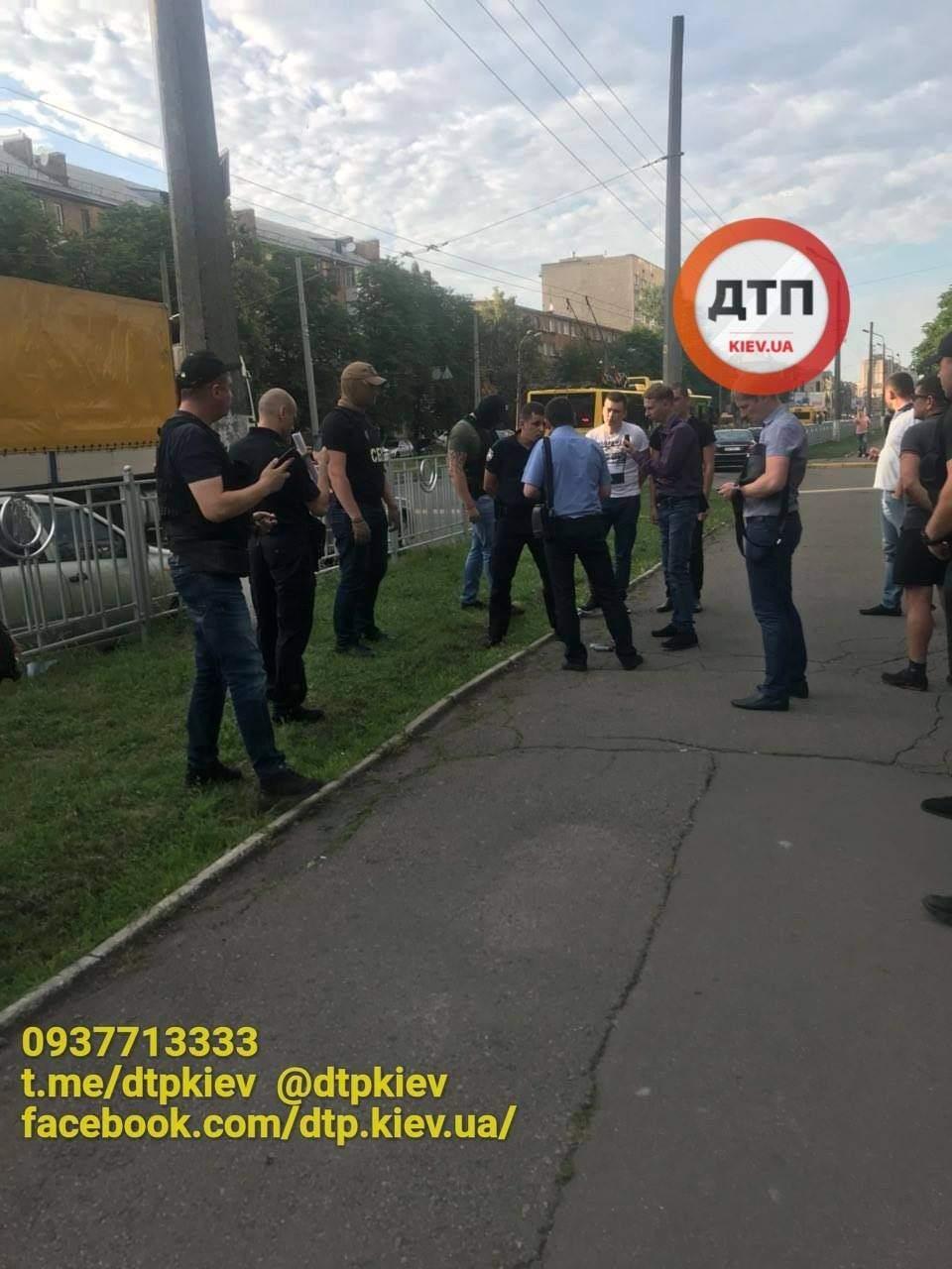 В Киеве на крупной взятке задержали полицейского (фото)
