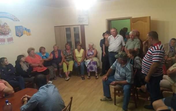 В Черновицкой области жители села не выпускали депутатов  из сессионного зала в течение 12 часов