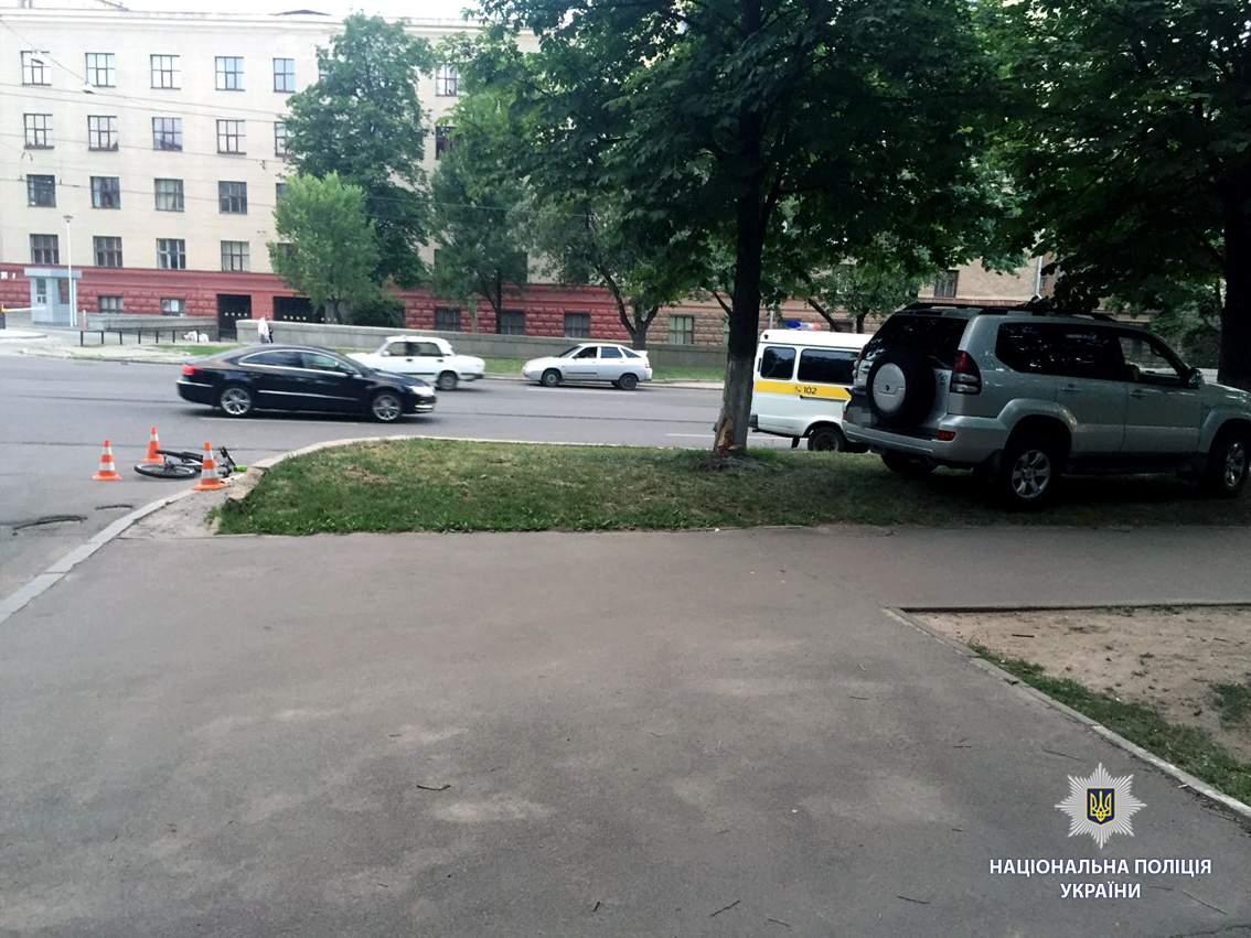 В Харькове женщина на внедорожнике