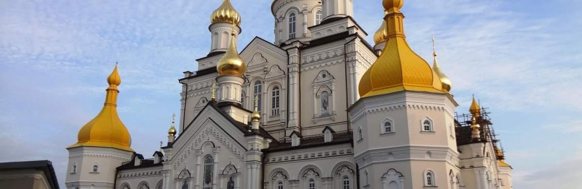 В Тернопольской области в результате падения с крыши Почаевской лавры пострадал монах