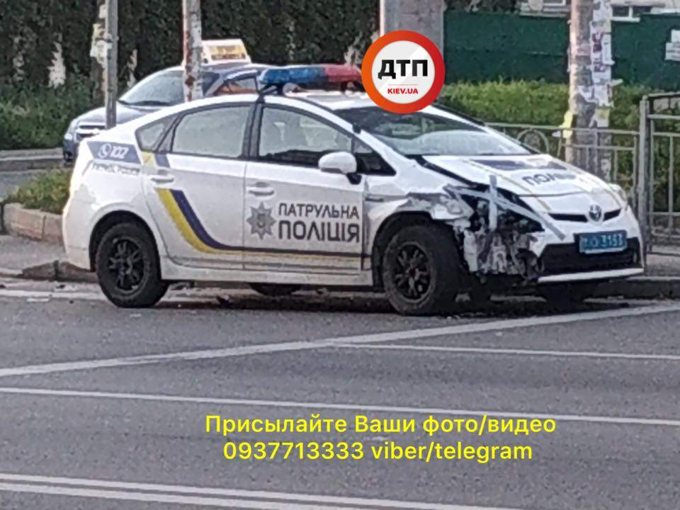 В Киеве с участием машины патрульной полиции произошло очередное ДТП (фото)