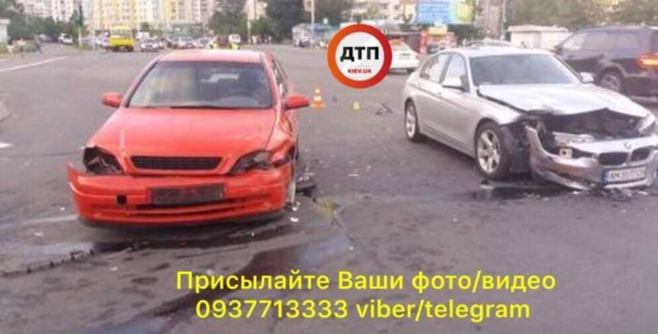 В Киеве в ДТП попала машина, в которой находился ребенок (фото)