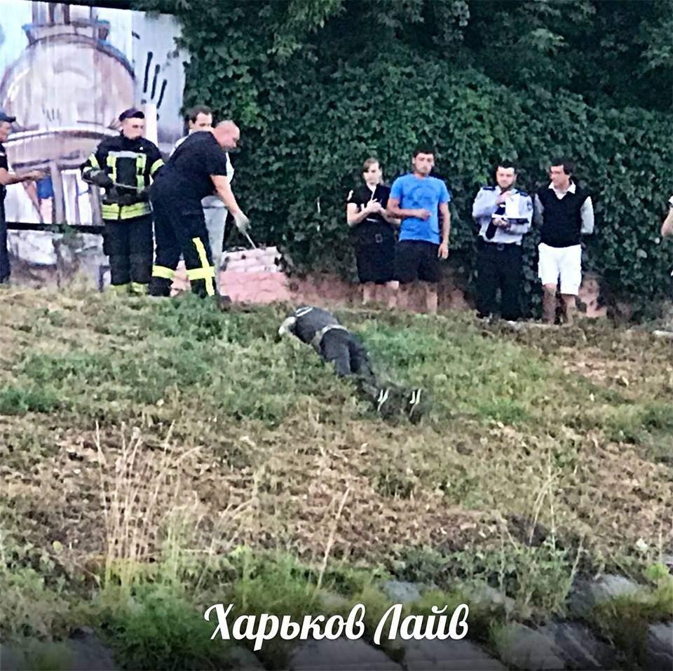 В Харькове из реки выловили труп мужчины (фото)
