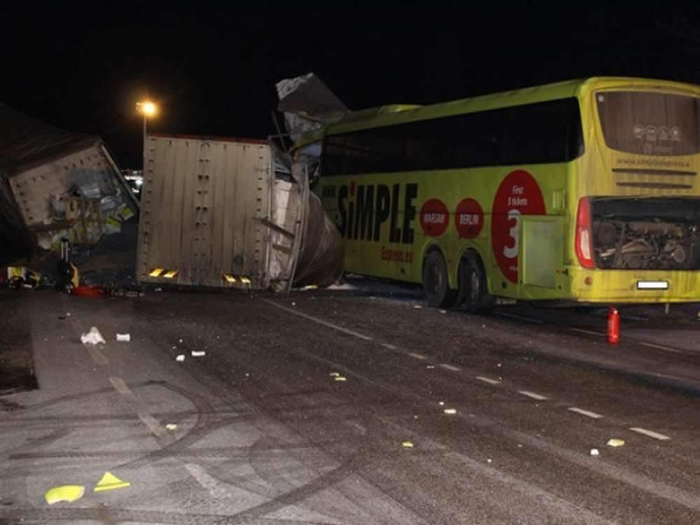 В Египте столкнулись грузовик и автобус: восемь человек погибли
