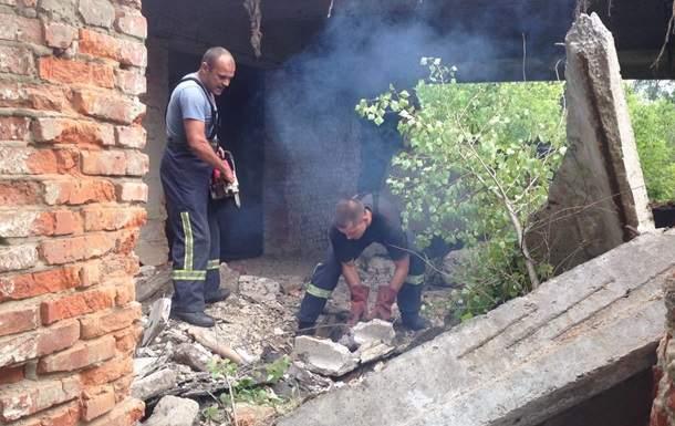 В Харьковской области мужчина пытался вырезать металл, его привалило плитой