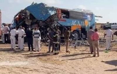 В Египте автобус столкнулся с грузовым автомобилем,  погибли десять человек и 25 пострадали