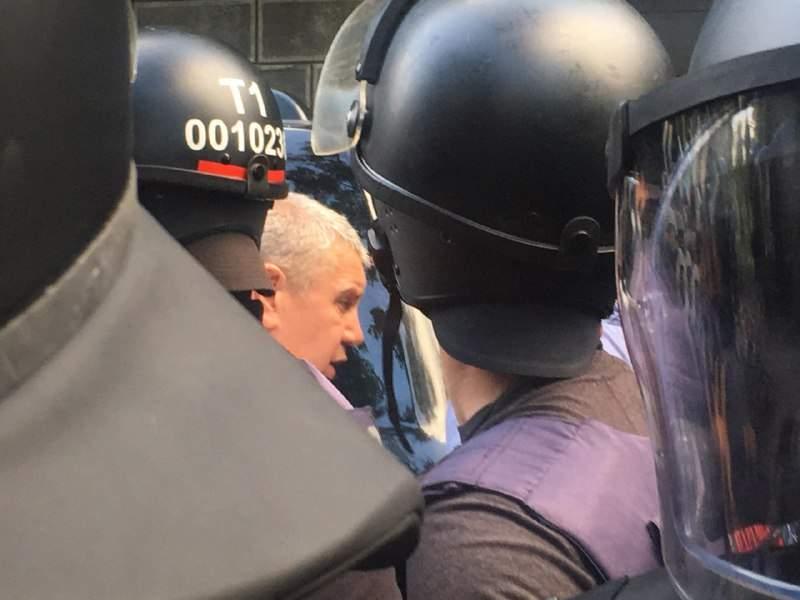 В Киеве автомобиль нардепа сбил участника митинга евробляхеров (фото)