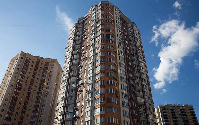 В столице несовершеннолетний сбросился с 14-го этажа