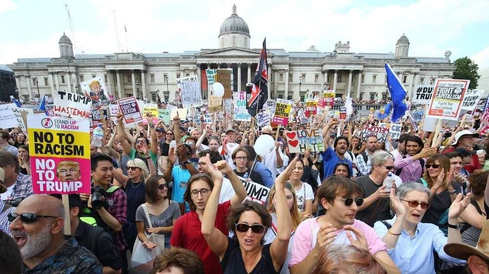 В Лондоне сотни людей вышли на митинг против Трампа