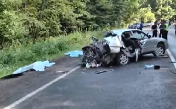 Под Львовом в страшном ДТП погибли двое военных (видео)