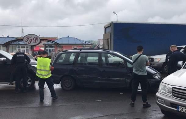 На Закарпатье полиция устроила погоню со стрельбой (фото)