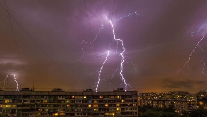 На Киев надвигается затяжная гроза