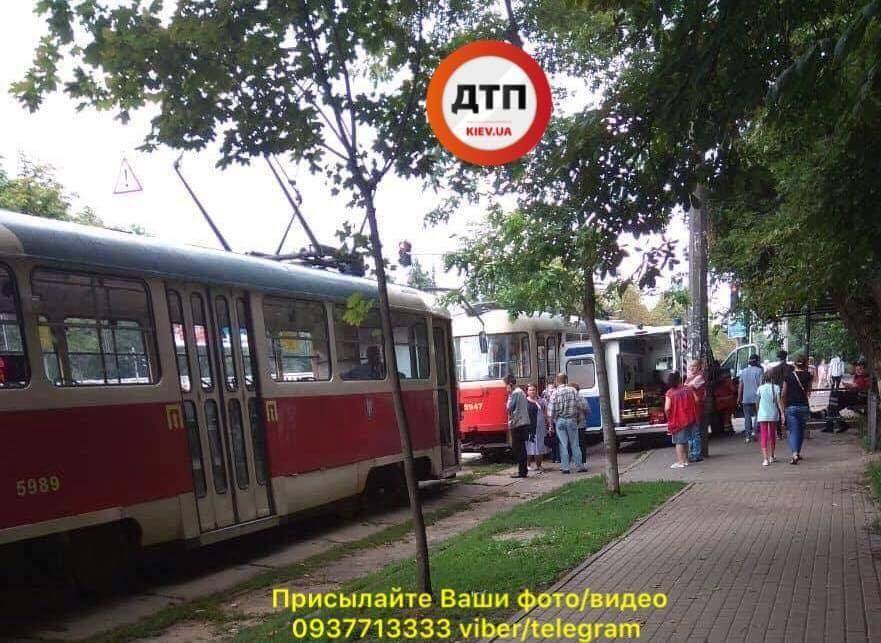 В Киеве прямо в трамвае умер пассажир (фото)