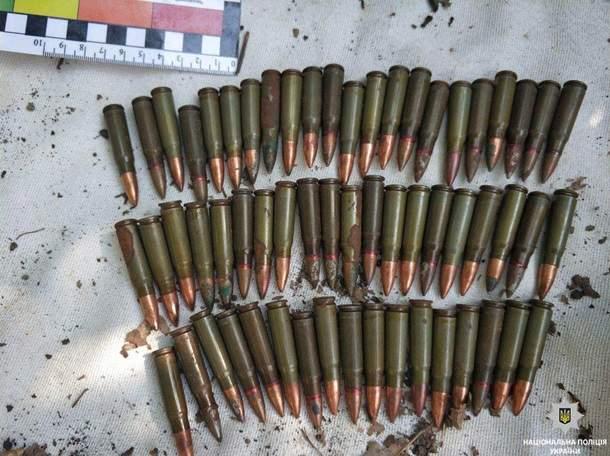 В Кривом Роге обнаружили тайник с оружием и наркотиками (фото)