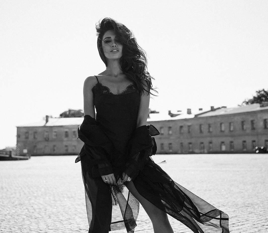 Украинская певица продемонстрировала стройную фигуру в Италии (фото)