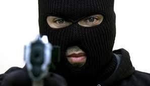 В Тернополе мужчина открыл стрельбу по прохожим, а после применил газовый баллончик