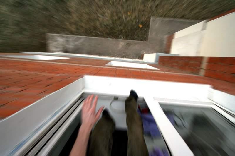В Харькове мужчина выпал окна многоэтажного дома
