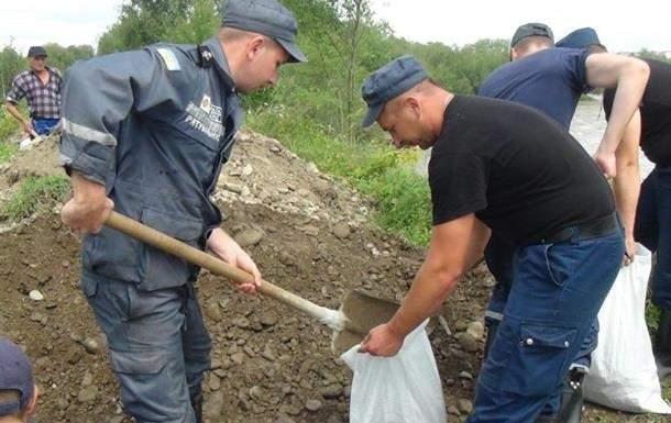 Под Ивано-Франковском дожди повредили дамбу, может произойти подтопление жилых домов