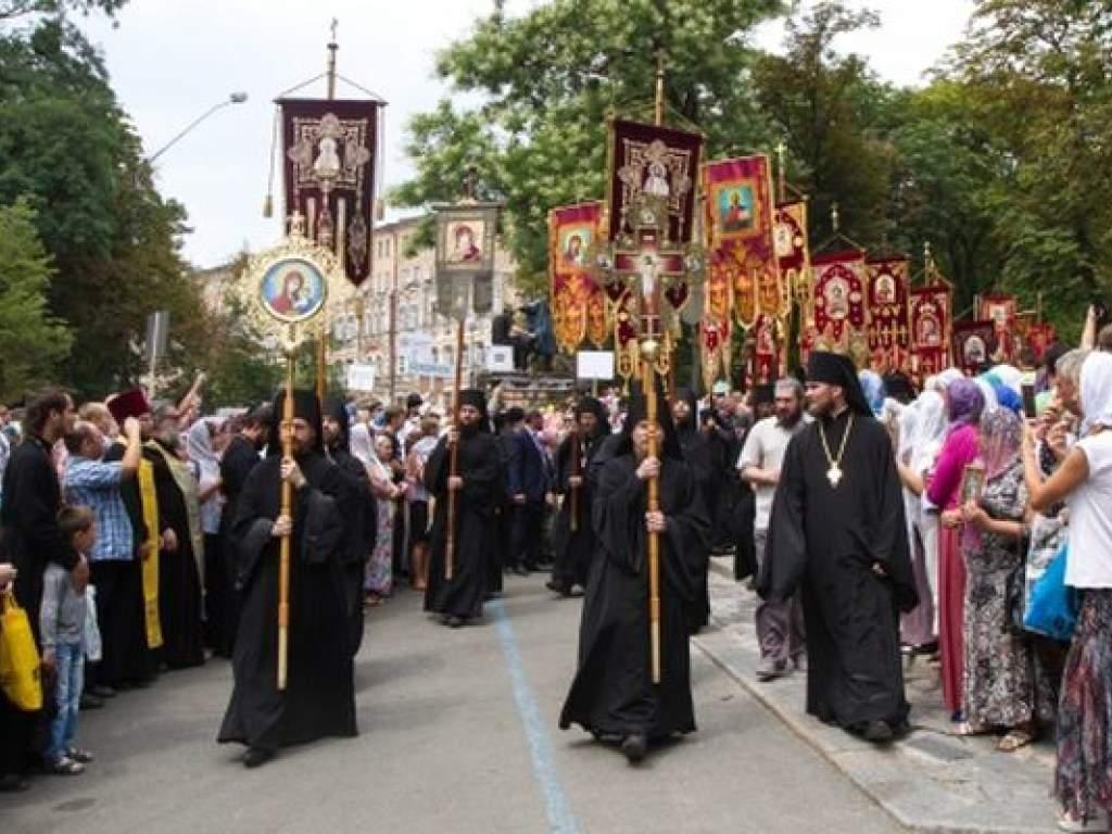 Политолог заявил, что власти планировали уменьшить массовость Крестного хода