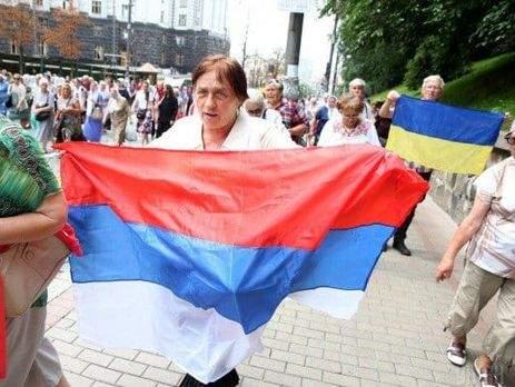 В центре Киева развернули флаг РФ