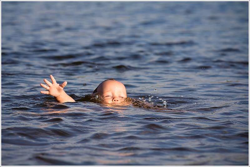 На Харьковщине в частном доме утонули двухлетняя и трехлетняя девочки