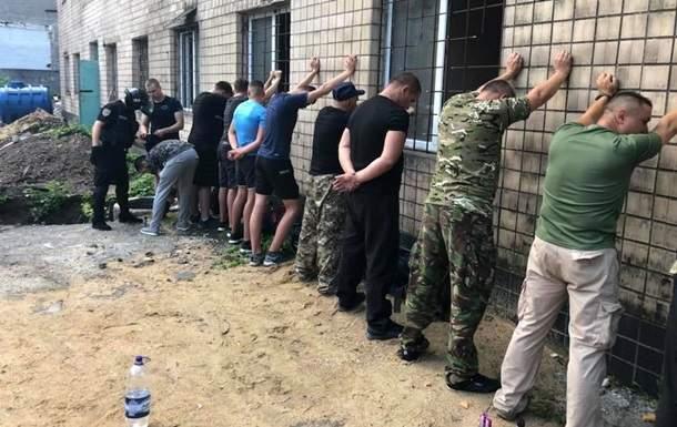 В Одессе неизвестные вооруженные люди захватили частное предприятие