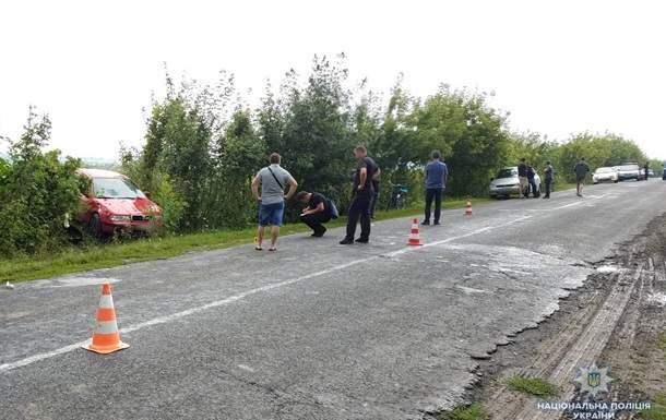 В Ровенской области автомобиль сбил женщину с двумя детьми