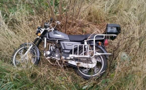 В Волынской области мотоциклист вылетел в кювет: пострадали три человека