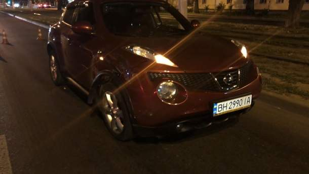 В Одессе пьяная следователь протаранила машину, а после раздевалась перед врачами (фото)