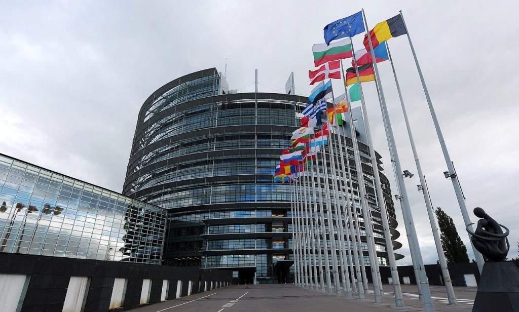 Европарламент призвал Украину снизить влияние олигархов в стране и активнее бороться с коррупцией