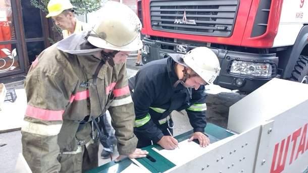 В Киеве загорелись балконы на четырех этажах многоэтажки (фото)