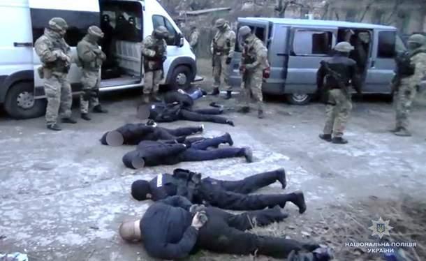 В Киеве преступная банда похищала и пытала людей, используя полицейскую форму (фото)
