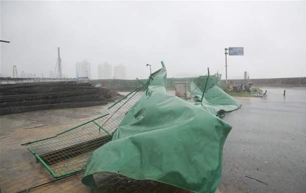 В Китае из-за мощного тайфуна эвакуировали 130 тыс. человек