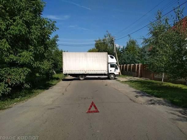 На Закарпатье местные жители блокируют дорогу к словацкой границе (фото)
