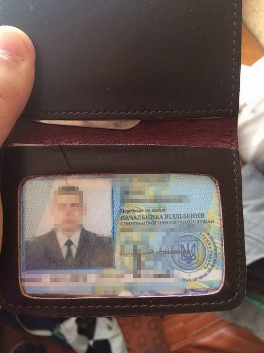 СБУ задержала сотрудника Роменской исправительной колонии, который снабжал заключенных наркотиками