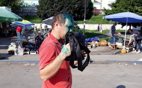 На Волыни облили зеленкой извращенца, который рассылал свои откровенные фото