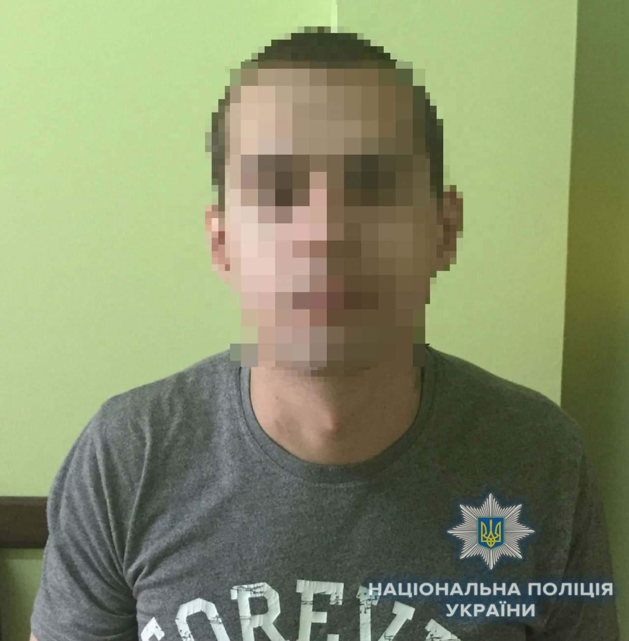 В Киеве парень избил двоих мужчин, чтобы украсть у них телефоны