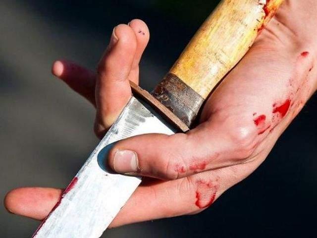 В Китае мужчина во время преследования забежал в полицейский участок и ранил людей ножом