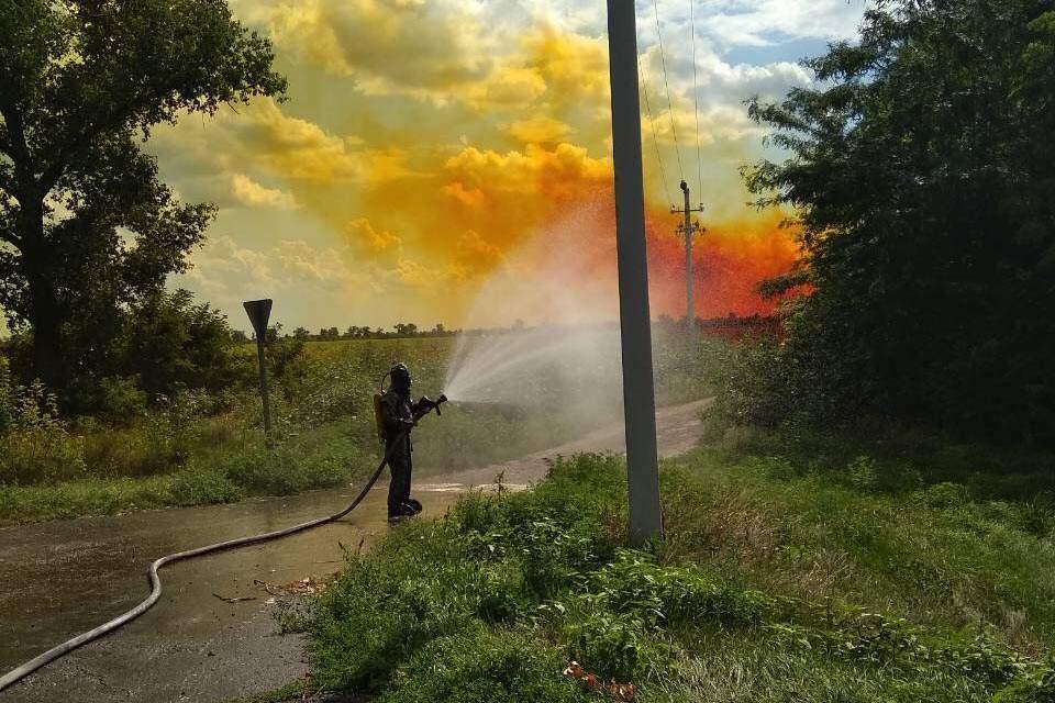 Над Днепропетровской областью повисло ядовитое красное облако (фото, видео)