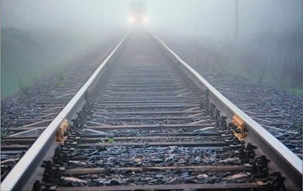 В Житомирской области поезд насмерть сбил парня, спавшего на рельсах