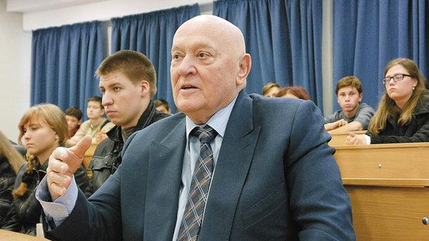 В Киеве неизвестные в военной форме захватили университет