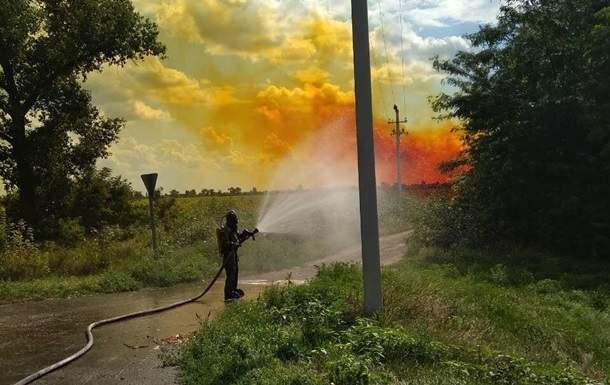 В Днепропетровской области спасатели устранили утечку азотной кислоты