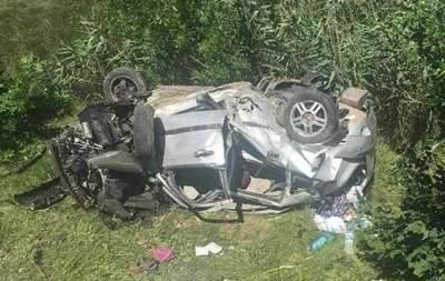 На трассе Одесса-Рени автомобиль выехал за пределы проезжей части и упал под мост, два человека пострадали