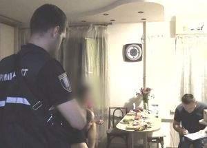 В Киеве пьяная женщина зарезала соседа в собственной квартире