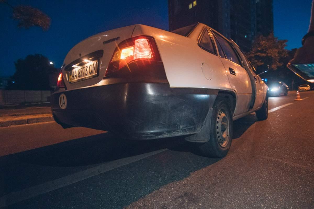 В Киеве автомобиль сбил пешехода-нарушителя (фото)