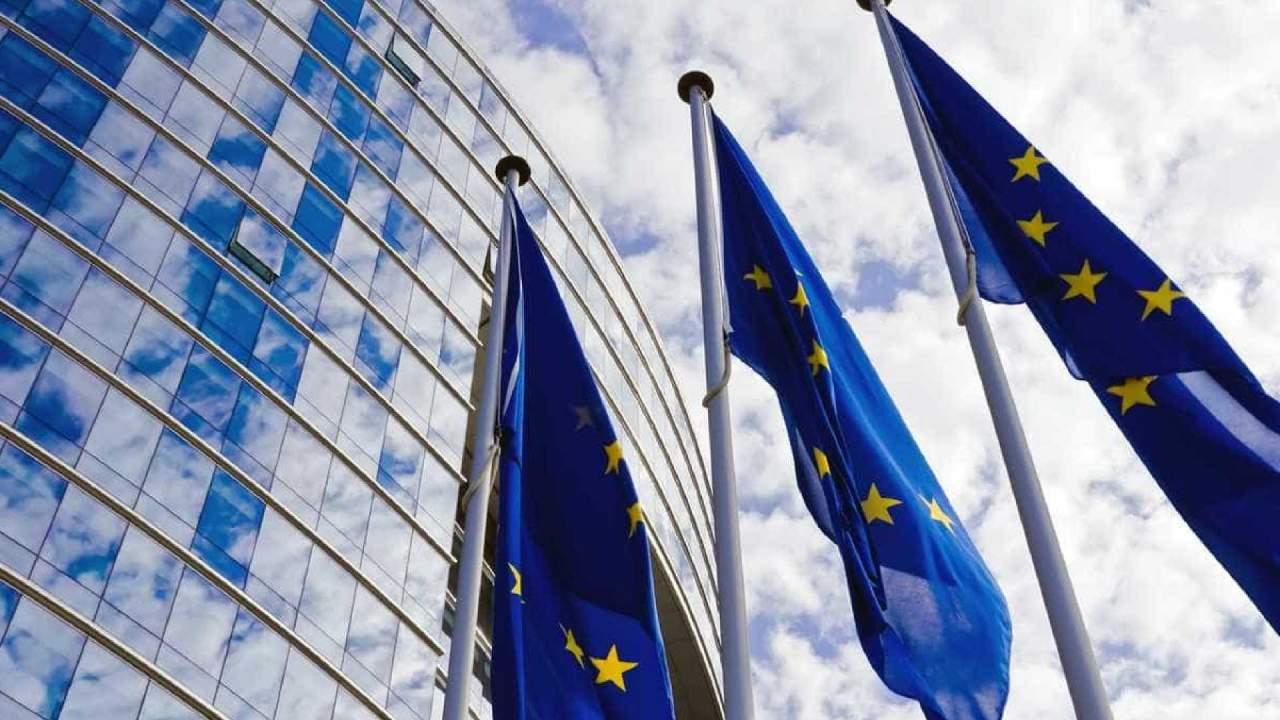 Еврокомиссия приняла к сведению решение администрации США ввести новые санкции против РФ