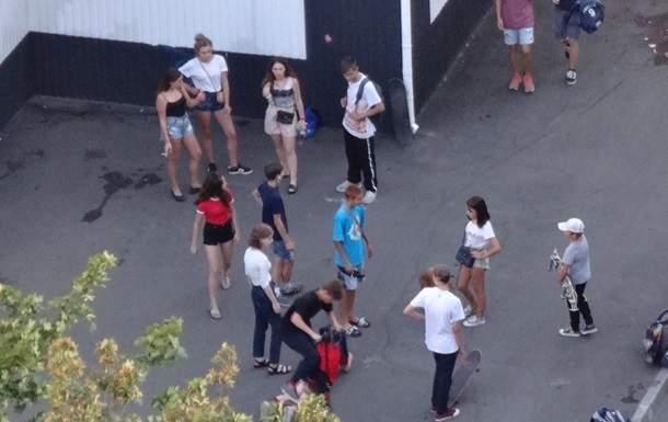 В Харькове на тротуаре нашли девочку с алкогольным отравлением (фото)