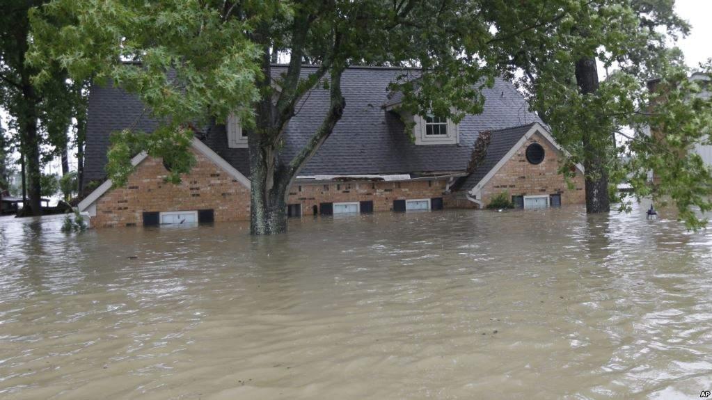 Наводнения в Индии: Десятки погибших